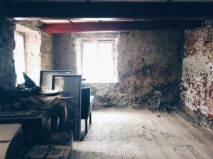 přiznané zdivo starý dům židovská čtvrť Třebíč UNESCO